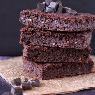 Mindenmentes brownie: cukor-, glutén-, tejtermék- és tojásmentes, vegán, lowcarb finomság