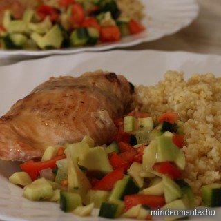 Citromos lazac kölessel, quinoával és avokádós salátával