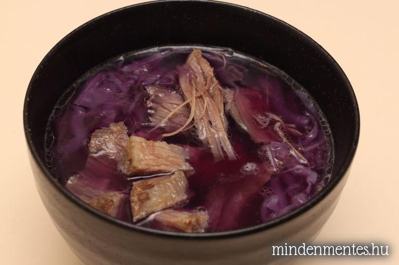 Fűszeres lila káposztás leves