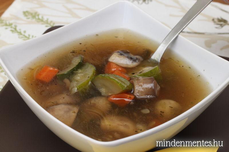 Gombás cukkinis leves provence-i fűszerekkel