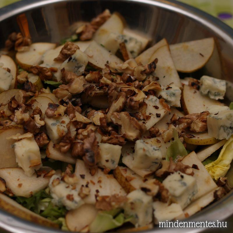 Kéksajtos-körtés-diós saláta