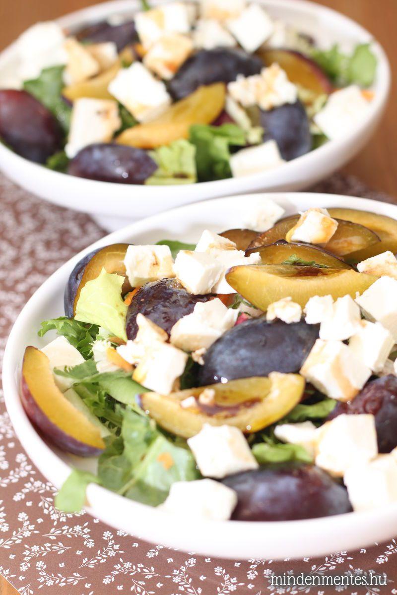 Őszies saláta szilvával és feta kockákkal