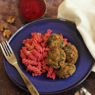 Céklapesto: pesto egy kicsit másképp, olasz ízvilágú fűszeres padlizsángolyókkal - gluténmentes, tejmentes, vegán tésztaétel. |mindenmentes.hu