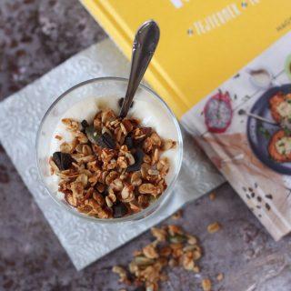 Gluténmentes granola kehely tejmentes joghurttal (vegán)