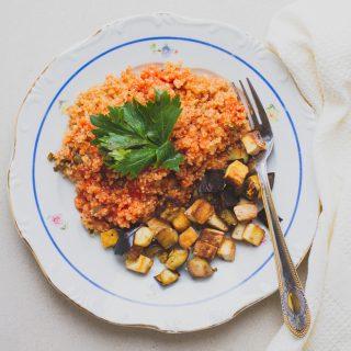Paradicsomos quinoa pirított padlizsánnal és tofuval (gluténmentes, vegán, IR-barát) |mindenmentes.hu